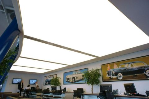 Светящийся изнутри натяжной потолок