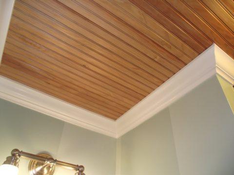 Такой потолок имеет отличную звукоизоляцию