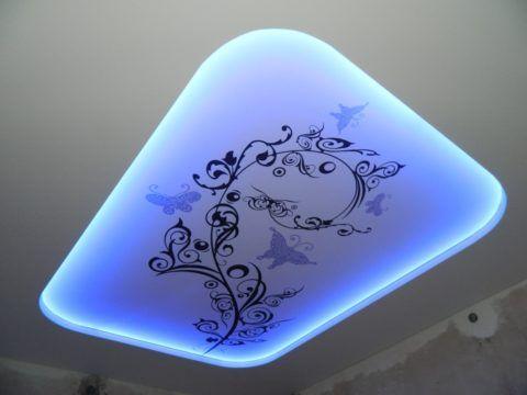 Также красиво смотрится и боковая скрытая подсветка