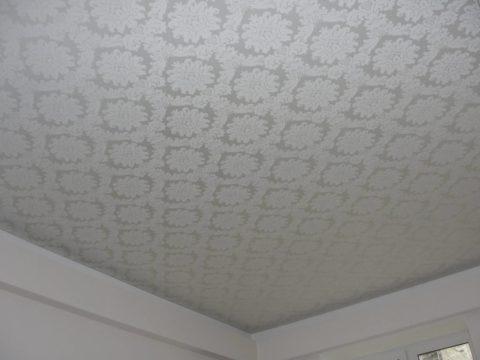 Текстильное полотно в оформлении потолка