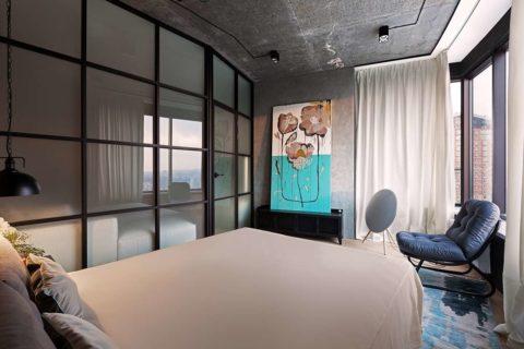 Темный бетон может применяться в комнате с хорошим естественным освещением