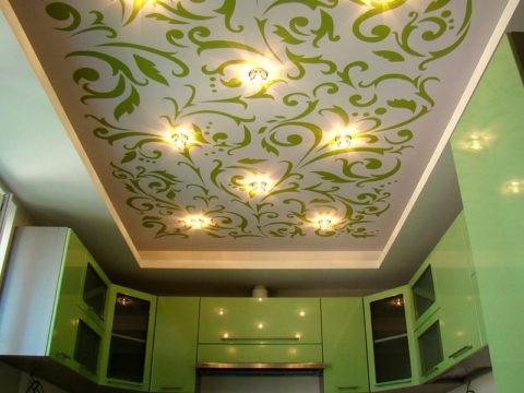 Тканевый потолок на кухне