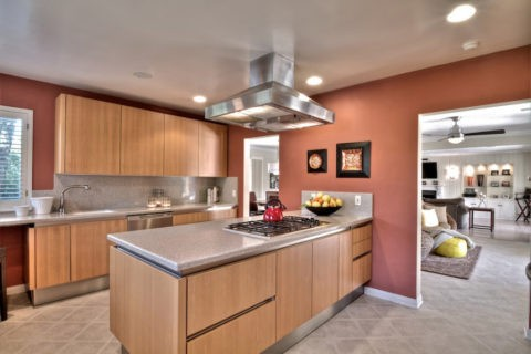 Точечная подсветка позволяет максимально полно распределить свет в пространстве кухни