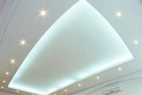 Точечные светильники, совмещенные с подсветкой ниши