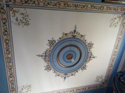 Трафаретная роспись акриловыми красками