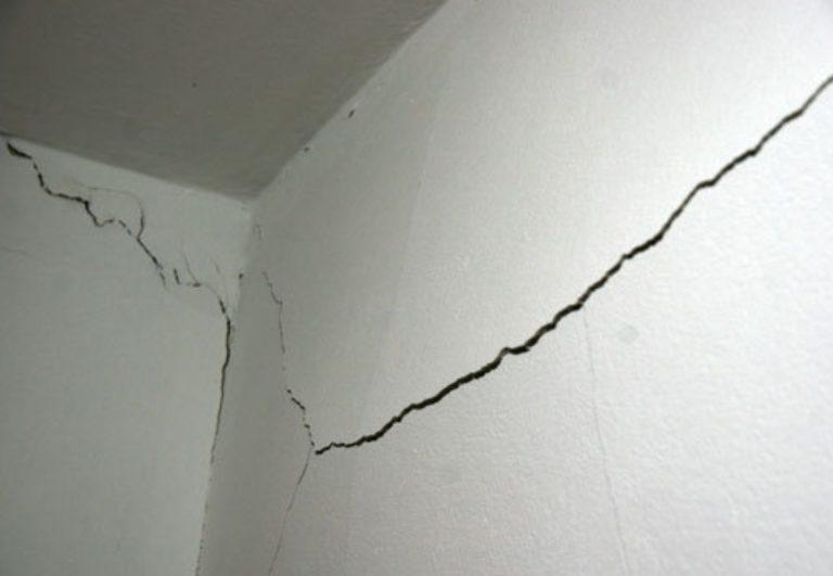 треснула стена