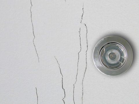 Трещины в потолке из гипсокартона