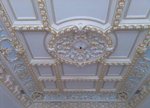 Центральная позолоченная розетка из гипса, декорированная позолотой