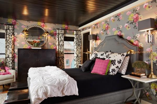 Цветной потолок: стильная спальня