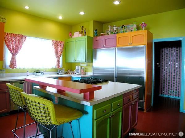 Цветные потолки: горчичный оттенок