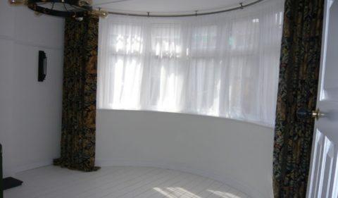 Тяжелые шторы вкупе с легким тюлем