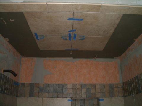 Укладка керамической плитки на потолок