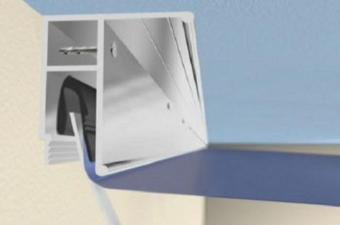 Универсальный багет можно крепить к стене и потолку