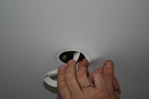 Устройство отверстия для установки диффузора