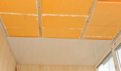Утепление ЭППС с последующей обшивкой пластиком – самый оптимальный вариант для лоджии или балкона