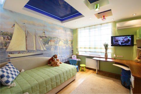 В детской натяжные потолки можно комбинировать с гипсокартонными подвесными конструкциями
