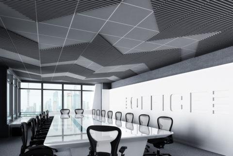 В помещениях с большим количеством людей объемные плиты на потолке выполняют функцию шумопоглотителей