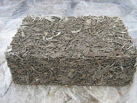 В сочетании с цементом опилки становятся более плотными