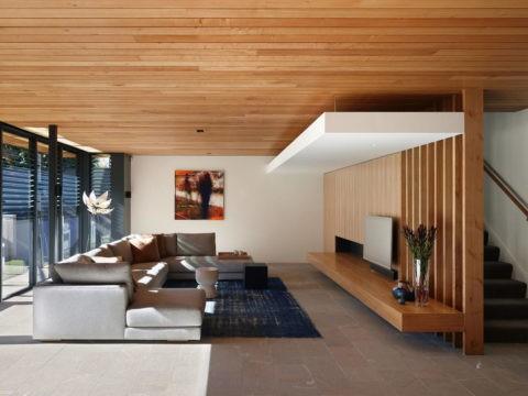 Вагонка в современном интерьере гостиной