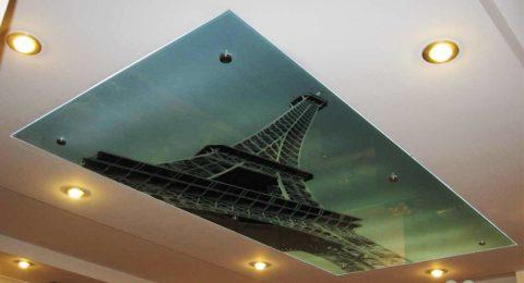 Вариант оформления потолка при помощи крепления стекла непосредственно к поверхности