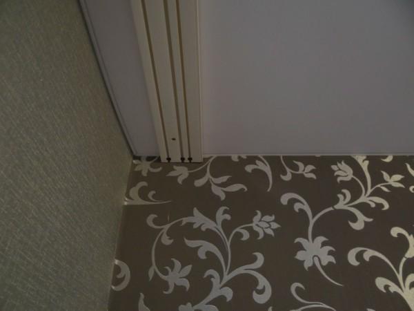 Внешний, накладной карниз, на полотне натяжного потолка
