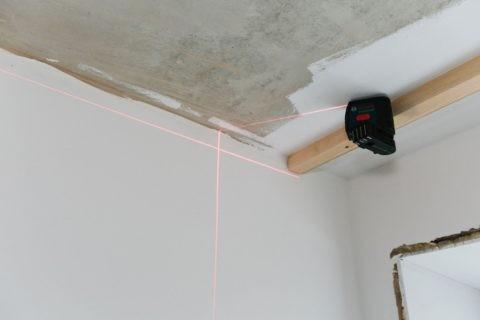 Выполнить разметку проще всего по лазерному уровню