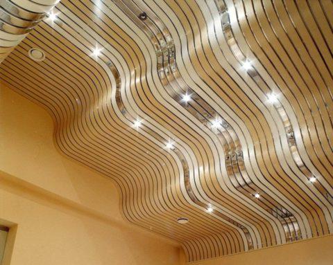 Выравниваем потолок – лучший способ скрыть недостаток, подчеркнуть его