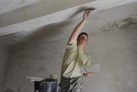 Выравнивание потолочной поверхности необходимо