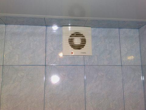 Вытяжной вентилятор избавит вас от сырости в ванной