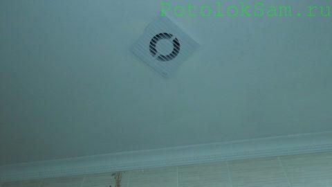 Вытяжной вентилятор в гипсокартонном потолке ванной
