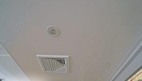 Вытяжной вентилятор в натяжном потолке