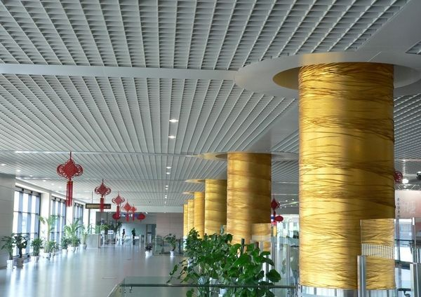 Ячеистый потолок в общественном здании