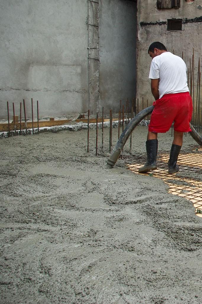 как залить потолок бетоном видео