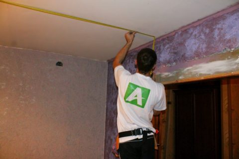 Замер параметров потолка
