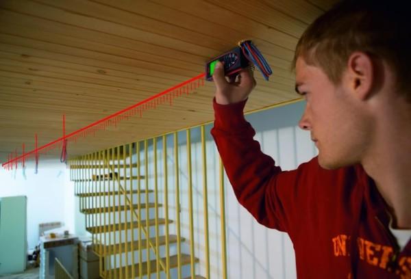 Замер потолка с помощью лазерного дальномера