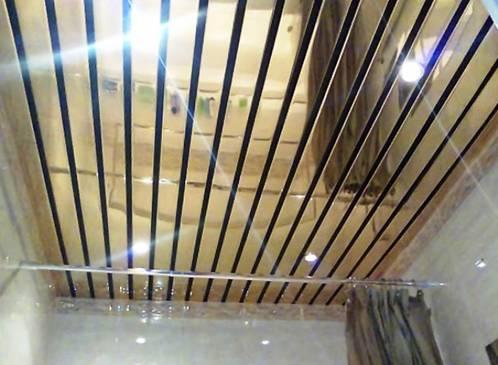 Пример реечного зеркального потолка