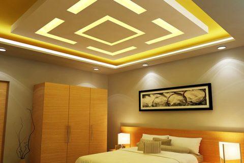 Желтым сделать потолок может освещение